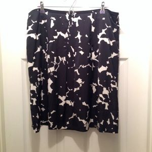 Banana Republic Black & White Skirt